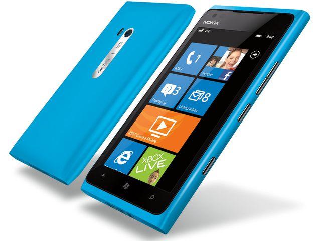 obsah balení Nokia Lumia 900 Cyan + záložní zdroj Nokia DC-16 ZDARMA